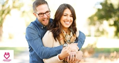 Signs a man is falling in love with a woman